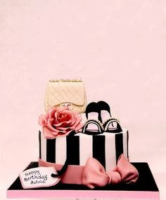 Trendy Birthday Cake Ideas For Adults Women Pretty Awesome Ideas - Birthday Cake Easy Ideen Bolo Chanel, Chanel Cake, Girly Cakes, Fancy Cakes, Pink Cakes, Shoe Cakes, Cupcake Cakes, Purse Cakes, Shoe Box Cake