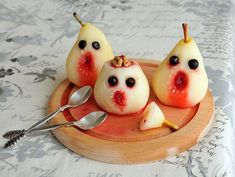 This poached pear recipe is a real winner, not only are they a delicious dessert perfect for any dinner party but they really look the scary Halloween part. What you'll need: 50ml water 125g SPAR sugar 2 cloves (optional) Zest of 1 SPAR lemon, plus juice to taste 3 hard pears, peeled To serve: Chocolate drops or blueberries Strawberry syrup Strawberry Syrup, Pear Recipes, Halloween Ghosts, Delicious Desserts, Blueberry, Activities For Kids, Horror, Chocolate, Fruit