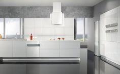 cocina con electrodomésticos blancos