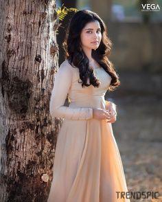 Beautiful Red Dresses, Beautiful Girl Indian, Most Beautiful Indian Actress, Beautiful Actresses, Beautiful Children, Indian Film Actress, South Indian Actress, Indian Actresses, South Actress