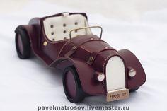 """09.07.2012 Miniature """"Vintage car"""" (leather).   Работа дня: Ретро-автомобиль  Искусно выполненная из натуральной кожи миниатюра в виде ретро-автомобиля - прекрасный подарок для коллекционера и просто ценителя необычных сувениров, исполненных мастерски и со вкусом.  $292 Miniature Cars, Miniatures, Retro, Toys, Handmade, Blue Prints, Activity Toys, Hand Made, Small Cars"""