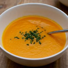 Carrot, Leek & Ginger Soup, From Nutricia Metabloics for those on a low-protein diet due to pku Real Food Recipes, Soup Recipes, Vegan Recipes, Detox Recipes, Carrot Ginger Soup, Fodmap Recipes, Soup And Sandwich, Weight Watchers Meals, Soup And Salad