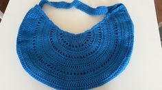 Ravelry: ElkeTeeuwen's Summer Sling Tote. Free pattern here: http://www.ravelry.com/patterns/library/summer-sling-tote