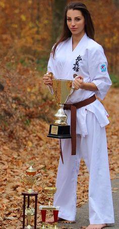 Martial Arts Styles, Martial Arts Women, Tang Soo Do, Marshal Arts, Self Defense Women, Female Martial Artists, Alien Girl, Karate Girl, Female Fighter