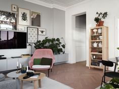 via historiskahem. sweet home make sweethomemake interior decoration ideas, home decoration, living room decoration ideas, interior style, kitchen or bedroom design decor Home Decor Wall Art, Room Decor, Home Decor Items Online, Beton Design, Flatscreen, Transitional Decor, Contemporary Decor, Home Interior Design, Furniture Design