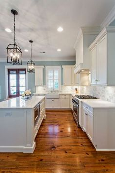 Love the flooring and colors (MLCA)