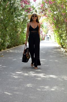 Follow the daily looks of Francisca Flores
