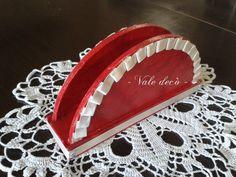 Portatovaglioli rosso con rouches in raso avorio e strass. By Vale Decò