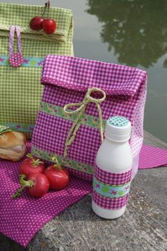DIY Des sac à pique-nique. (Moline-mercerie-DIY-pic-nic) (http://www.frou-frou-mercerie-contemporaine.com/blog-couture/idee-creative-le-lunch-bag/)