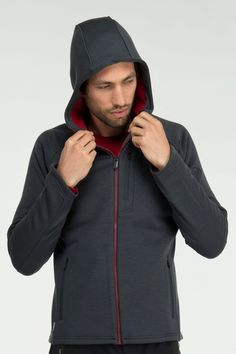 The Icebreaker Mens Kodiak Long Sleeve Merino Wool Hoodie is made to repel water, mud and oil. Great for everyday use or hikes