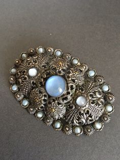 Hey, I found this really awesome Etsy listing at https://www.etsy.com/uk/listing/484702909/vintage-moonstone-brooch-pin-gilt