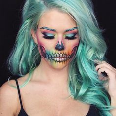 Obsessed with this beautiful scribble skull Halloween makeup.
