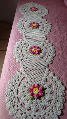 crochet lace tape tape lace as table runner - PIPicStatsResolvendo os squares que eu ja tenho.This Pin was discovered by MelCrochet Doilies And Mandalas Crochet Table Runner Pattern, Crochet Doily Patterns, Crochet Tablecloth, Crochet Motif, Crochet Designs, Crochet Doilies, Crochet Flowers, Crochet Stitches, Free Crochet
