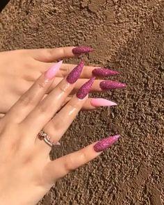 How to choose your fake nails? - My Nails Aycrlic Nails, Dope Nails, Bling Nails, Glittery Nails, Nail Nail, Nail Polish, Pink Acrylic Nails, Stiletto Nail Art, Nagel Bling