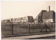 De Rubensstraat, nadat hij net was aangelegd. Van rechts naar links eerst de Rembrandt van Rijnschool (Bisschopsweg 167), vervolgens Rubensstraat 1, 3, 5 enz.