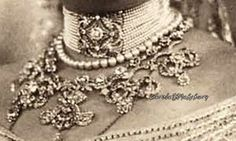 A close up of the Hohenberg tiara, worn as a necklace by Sophie, Duchess of Hohenberg, nee Chotek.