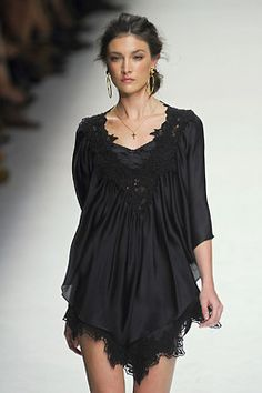 black dress/black lace