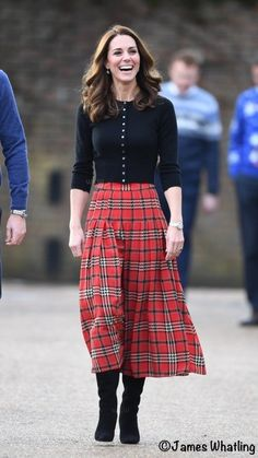 Kate Middleton red tartan plaid skirt inspired custom made Red Tartan Skirt, Plaid Skirts, Tartan Plaid, Tartan Skirt Outfit, Tartan Fashion, Royal Fashion, Skirt Outfits, Fall Outfits, Casual Outfits