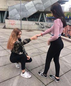 Cute Friend Pictures, Friend Photos, Best Friend Poses, Best Friend Photography, Cute Lesbian Couples, Donia, Cute Friends, Best Friends Forever, Girls Dpz