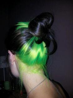 Black And Green Hair, Neon Green Hair, Hair Color For Black Hair, Short Green Hair, Neon Hair Color, Short Hair, Green Hair Streaks, Neon Hair Highlights, Black Highlights