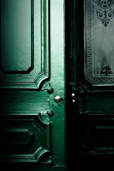 Green. oiled. painted. front door. decorative glass. details L O V E  ❤ ♡ ♥ #rarepear