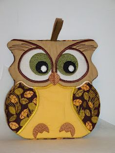 In-the-hoop owl kitchen decor potholder.