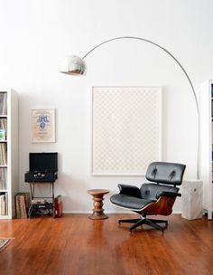 De #Eames #loungechair: een prachtige stoel die in ieder #interieur schittert en prachtig tot zijn recht komt!