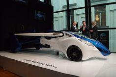 空飛ぶスーパーカー「AeroMobil 3.0」、実際の離着陸の様子(動画あり) « WIRED.jp