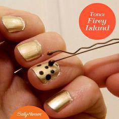 ¿No tienes instrumentos para decorar tus uñas? No importa, toma un pasador y haz lunares del tamaño que prefieras. ¿Tienes otro tip para hacer #NailArt? (Foto: glitternadgarb.com)