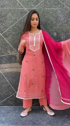 Designer Party Wear Dresses, Kurti Designs Party Wear, Indian Designer Outfits, Indian Outfits, Simple Kurta Designs, Stylish Dress Designs, Stylish Dresses, Fashion Dresses, Eid Mubarek