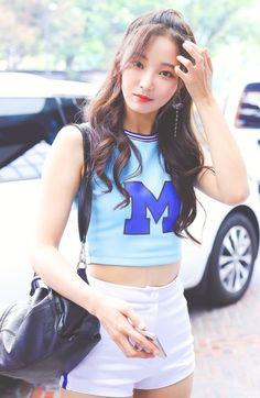 #yeonwoo#cutedabin Pop Group, Girl Group, Kpop Girls, Asian Girl, Rapper, Korea, Pasta, Singer, Actresses
