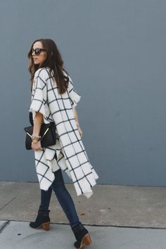 Quick and Easy DIY Winter Cape. I'm thinking of using a throw blanket