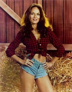 While there's only one Daisy Duke, see which other celebs have rocked denim cut-off shorts inspired by 'The Dukes of Hazzard' on the anniversary of the beloved show's release. Catherine Bach, 70s Fashion, Denim Fashion, Fashion Trends, Fashion Inspiration, Sexy Shorts, Denim Shorts, Original Daisy Duke, Daisy Duke Shorts