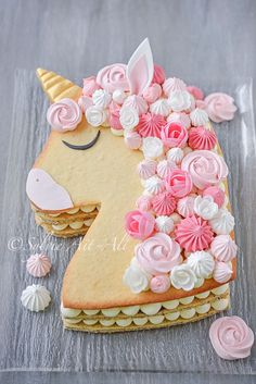 Gâteau licorne façon numbercake - Amuses bouche Number Birthday Cakes, Number Cakes, First Birthday Cakes, Birthday Cake Girls, Royal Icing Cookies, Cupcake Cookies, Cake Lettering, Desserts With Biscuits, Biscuit Cake