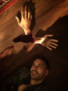 Arjun Gupta hanging out with Penny's hands on the set of #TheMagicians S1 finale (via HDalhousie on Twitter)