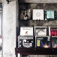 Saturday + Good Music = #WeekendGoals 😎 ___________________________ Spotted our vinyl corner by @mtaraka