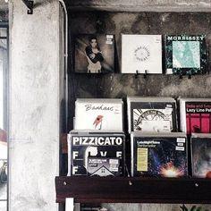 Saturday + Good Music = #WeekendGoals 😎 ___________________________ Spotted our vinyl corner by @mtaraka
