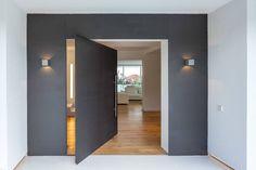 20 portas de entrada modernas e sensacionais (De Fernanda Maranha - homify)                                                                                                                                                                                 Mais
