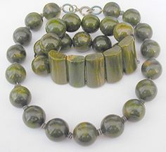 Green Bakelite Bracelet and Necklace Set - Garden Party Collection Vintage Jewelry