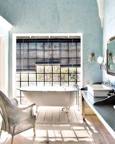 tub next to window <3 |Santi's Royal Home: Málaga House
