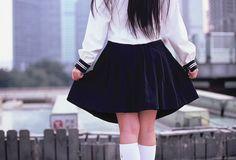 Colégio determina que meninas usem saias compridas para não distrair garotos