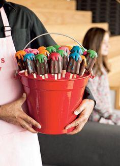 Ideia para uma festa de criança: chocolate que imita picolé - http://glo.bo/QYU880 (Foto: Edu Castello)
