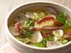 Découvrez la recette Soupe au chou sur cuisineactuelle.fr.