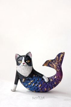 Mercat sculpture - Paper mache black and white cat figurine - Mermaid Cat figure - Cat lover gift by KoteiaToys on Etsy Cat Lover Gifts, Cat Lovers, Mermaid Cat, Paper Mache Animals, Paper Mache Sculpture, Arte Popular, Cat Art, Art Dolls, Creations