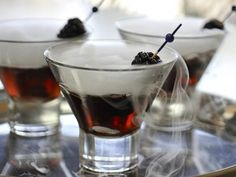 Black Ghost Martinis - chic and spooky! #drinks #cocktails #food