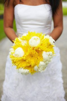 love the mix of poms and peonies