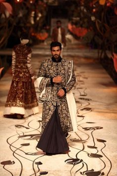 Rohit Bal takes men's indian wear to a whole new level...love his regal outfit at IBFW 2013
