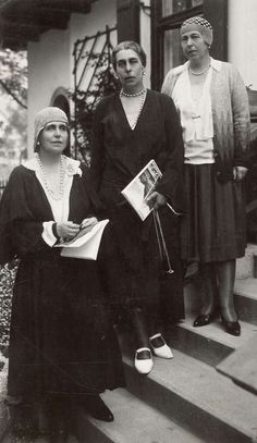 Queen Marie of Romania (down) with sisters, Gdss Victoria Fyodorovna of Russia (middle) and Pss Alexandra of Hohenlohe- Langeburg