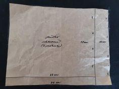 Podľa rozmerov uvedených na obrázku si vyrobíme strih. Väčšie rúško má rozmer 26 x 20 cm (so značkami na skladanie každých 5 cm), menšie rúško má rozmer 22 x 18 cm (so značkami na skladanie v odstupoch 5, 4, 4 a 5 cm). Na obkreslenie menšieho rúška stačí papier zložiť podľa načrtnutých čiar. Paper Shopping Bag, Reusable Tote Bags, Dressmaking, Masks