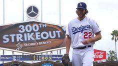 LOS ANGELES - Clayton Kershaw abanicó a siete bateadores en una salida abreviada para convertirse en el primer pitcher que supera los 300 ponches en 13 años y los Dodgers de Los Ángeles vencieron 6-3 a los Padres de San Diego el domingo. Los campeones de la división Oeste de la Nacional cerraron la campaña…